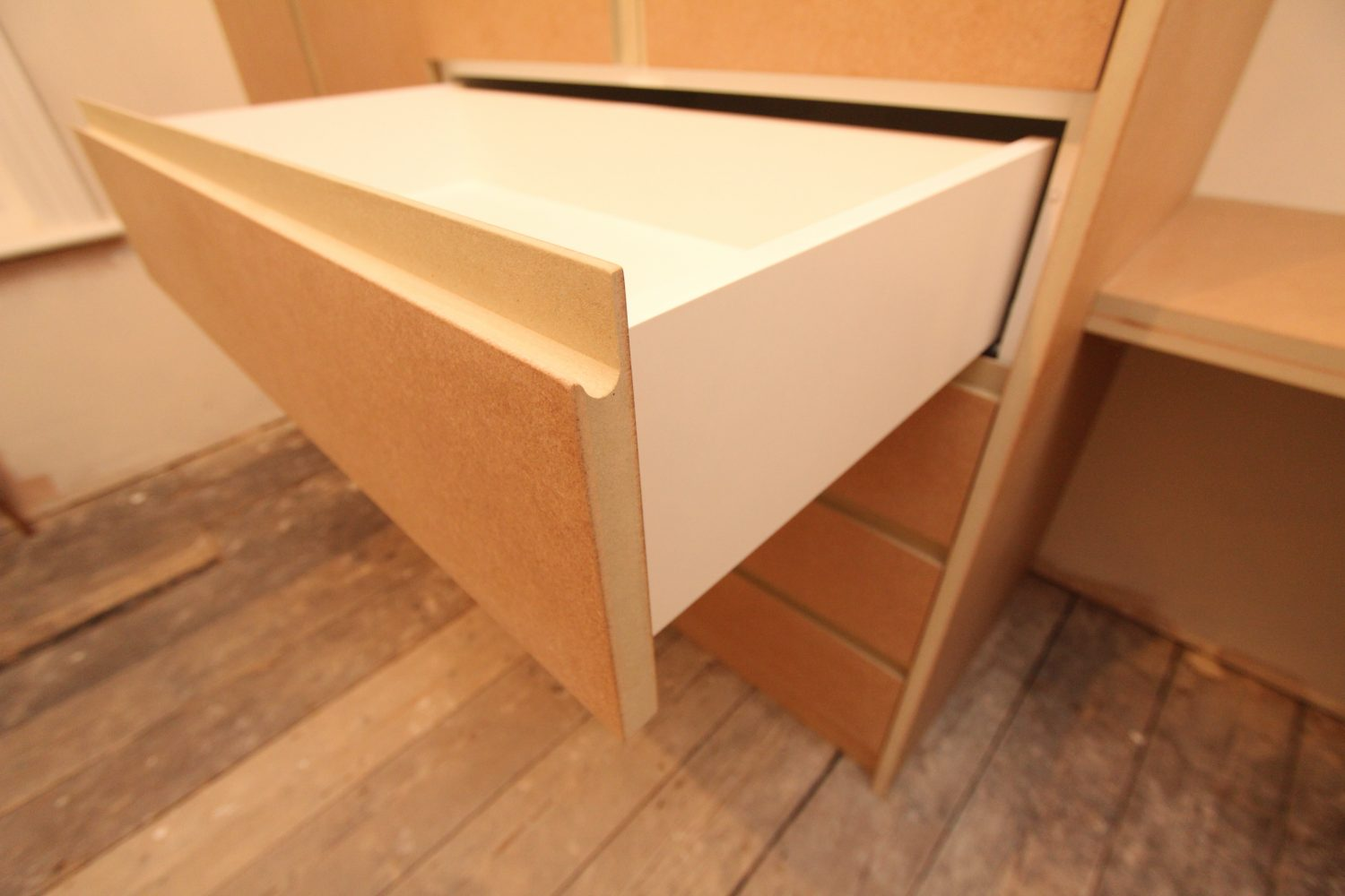 Modern MDF drawers with melamine boxes, Enfield EN1